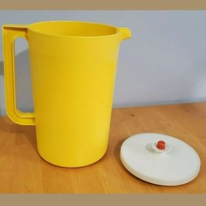 Tupperware Gallon Drink Pitcher Red Button Lid VTG